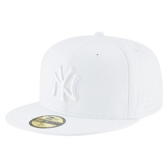 6d6b5a75b32a8 NY Yankees New Era 59FIFTY Fitted Hat White 7 3 8.  M 5c6c70b06a0bb7e8ba26ea95